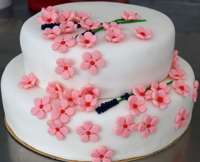 Wedding cake fleurs et lavande zoomé