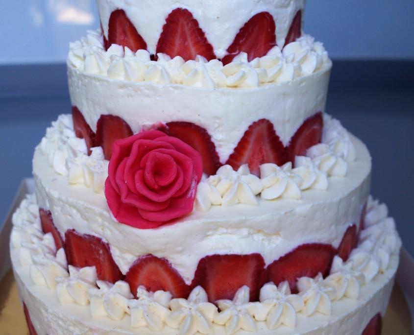 Wedding cake fraises chantilly